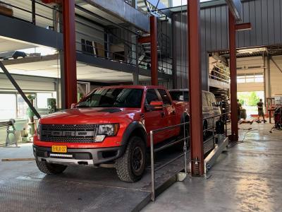 4 koloms lift voor caravans en grote auto's of Campers SME Liften BV