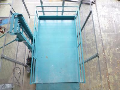 Groot goederenlift t.b.v. golfkarren op de zolder te zetten en ook maaimachines etc. foto van de veiligheidshekwerken van bovenaf © SME Liften BV